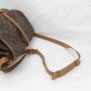 Louis Vuitton Bags - Auth Louis Vuitton Saumur 35 Crossbody #6244L25